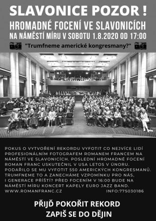 Hromadné focení na Náměstí míru ve Slavonicích